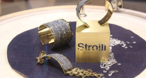 Vinci un gioiello Stroili e un paio di leggins
